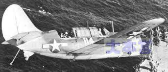 降下に入るアメリカ急降下爆撃機「ヘルダイバー」