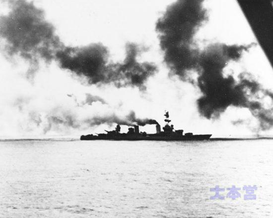 アッツ島沖海戦で砲撃する重巡「ソルトレークシティ」