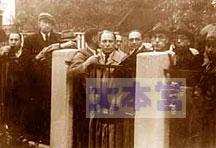 ビザ発給を待つユダヤ人たち