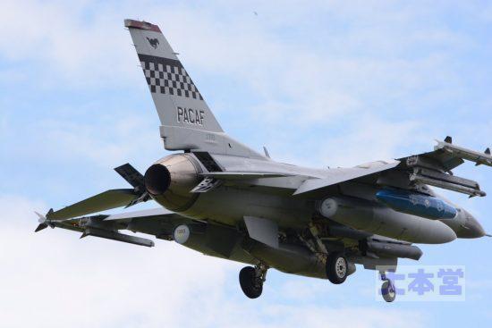 在韓米軍のF16(横田へ飛来時)