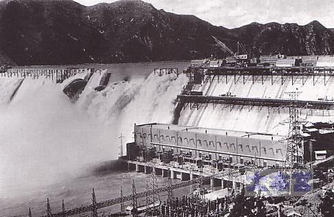 建設中の水豊ダム