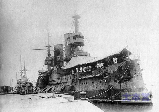 青島に逃れた戦艦チェザーレヴィッチ