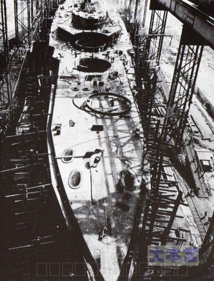 T2霧島艦首より一番砲塔のバーベットの装備直前