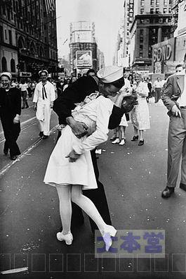 アメリカ水兵「勝利のキス」