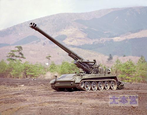 203ミリ自走りゅう弾砲