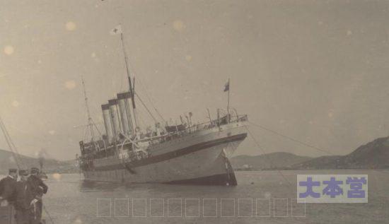擱座状態の「アンガラ」塗装が病院船のモノ