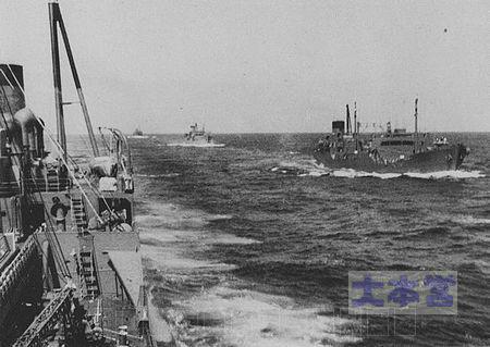 「極東丸」(左)、「国洋丸」、「日本丸」、「神国丸」(右)。1941年12月1日極東丸のみ特設運送艦(給油)、残りは特設運送船