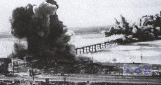 下朝鮮軍はソウル市民を見捨て、橋を爆破して逃げた