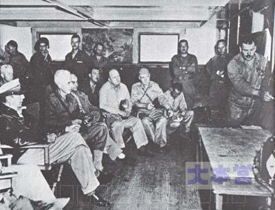 仁川上陸作戦を打ち合わせるマッカーサーと艦兵隊幹部