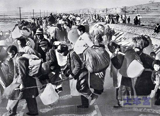 北朝鮮による侵攻から逃れる韓国の避難民(Wikipediaより)