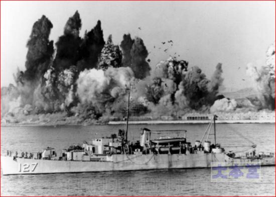 脱出後、興南港は破壊された