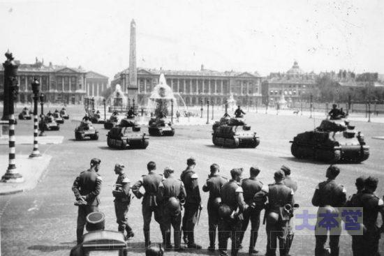 ドイツ軍に鹵獲され、パリを行進するS35
