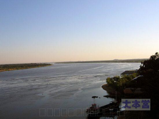 アスンシオン近郊のパラグアイ河