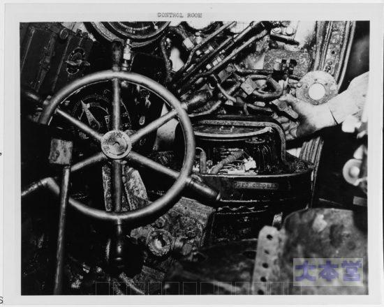 坂巻艇の操縦席