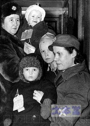 スウェーデンに避難いた子供、大人の女性は「ロットルナ」