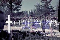 戦争英雄墓地での式典