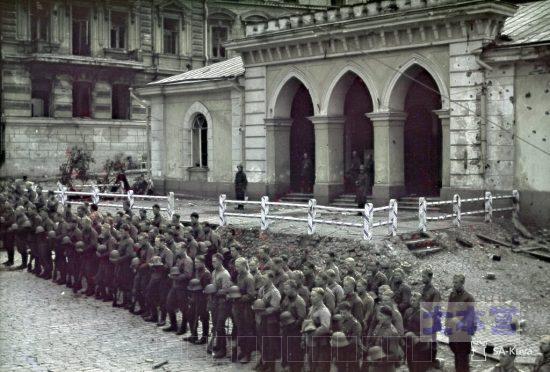 継続戦争初期奪還したヴィープリへの入城式
