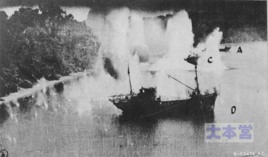 攻撃を受ける機帆船150トン程度か